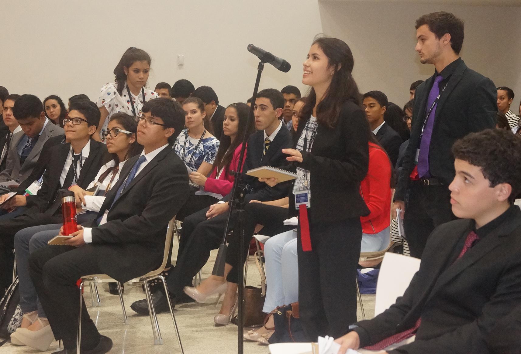 LDZ Las America students participate in elections.