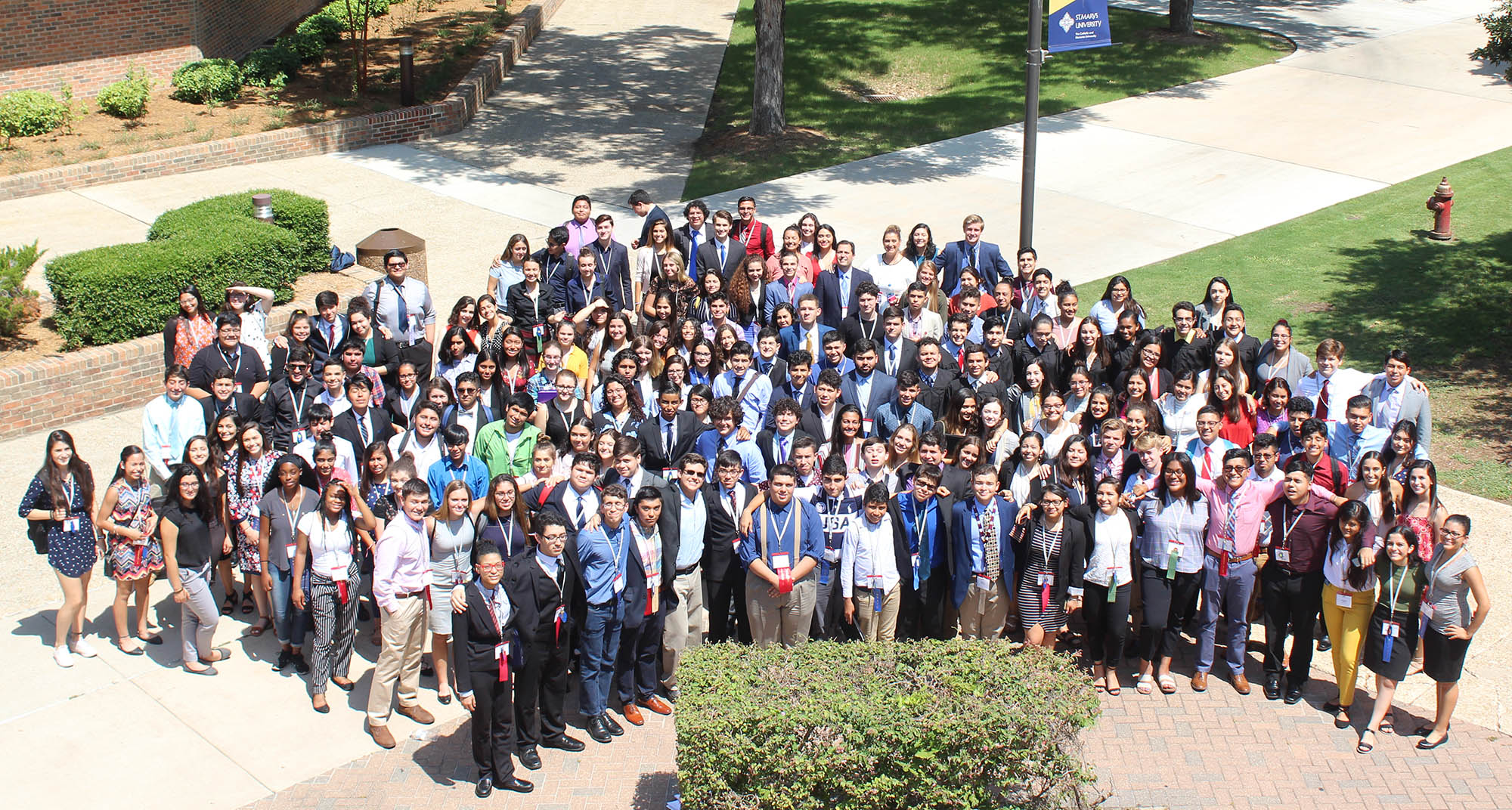 2018 Texas LDZ students on St. Mary's campus